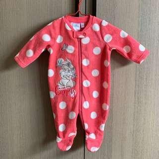 粉橘紅色 圓點 刺繡邦妮兔 搖粒絨 新生兒 包腳 連身衣 兔寶寶裝 包屁衣
