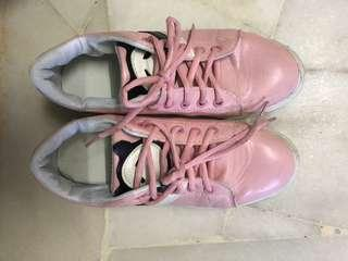 Trendy Sports shoes in pink