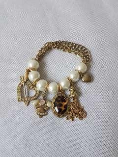 Woman charm bracelet bangle pearl