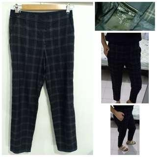 Uniqlo trouser small on tag 26-28