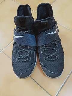 🚚 二手正品 籃球鞋 7Y25cm 原價4千多