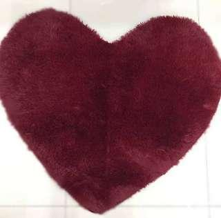 HEART-SHAPED RUG (RED)