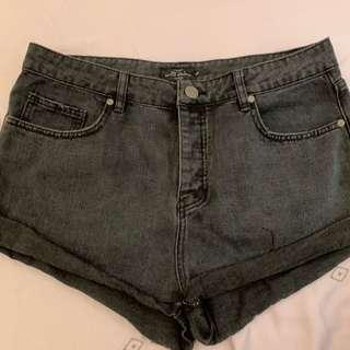 🚚 BLACK DENIM SHORTS