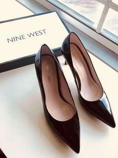Black patent heels / pumps