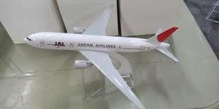JAPAN AIRLINES B777
