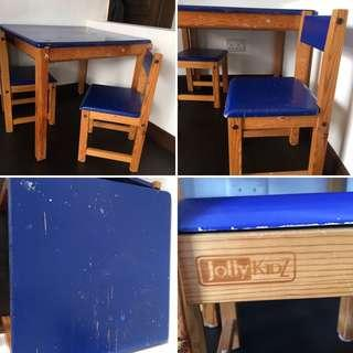 Kids table & 2 x chairs