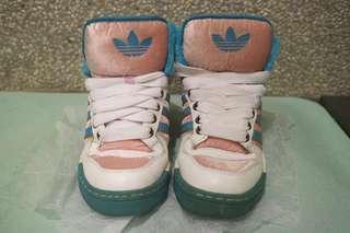🚚 愛迪達 高筒毛絨球鞋