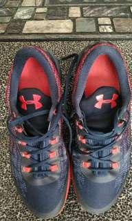🚚 UA低筒籃球鞋