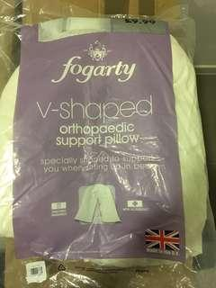 Orthopaedic v-shaped support pillow from England