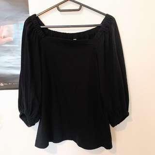 🚚 Uniqlo 黑色泡泡袖上衣
