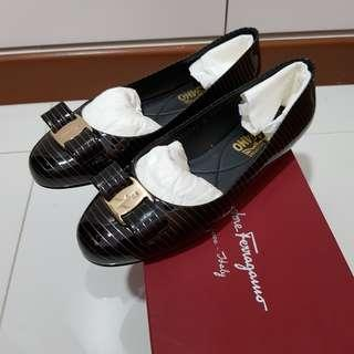 🚚 Salvatore Ferragamo Shoes Varina Gol 1cm Nero Patentcalf