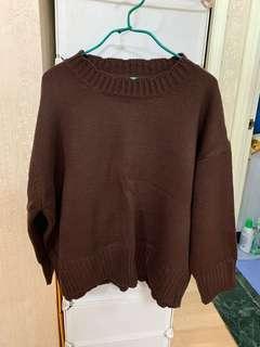深啡色冷衫毛衣