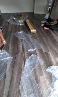 Lantai mozec moden dari Vynil/kayu