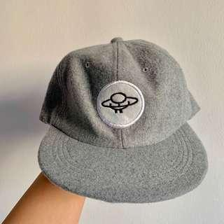 🚚 Adjustable grey UFO hat