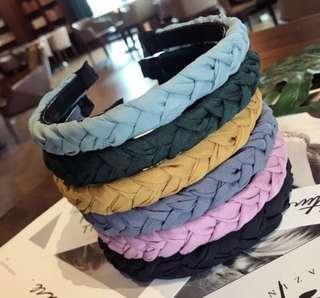 預購-簡約氣質手工編織麻花純色細邊帶齒防滑髮箍