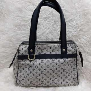 Authentic Louis Vuitton Josephine Minilin Blue Navy.. Very Good😍😍😍