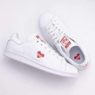 da285913679d  AVAIL  Adidas Stan Smith (valentines edition)