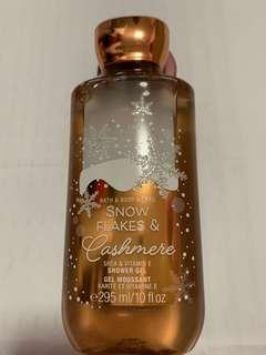 🚚 Bath & Body Works body wash Snow Flakes & Cashmere