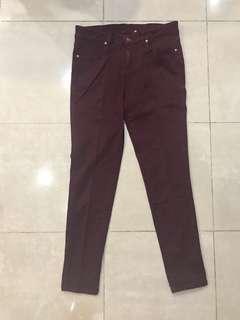 Jeans merah marroon