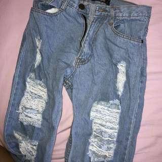 🚚 Ripped Denim jeans