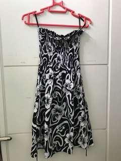 DRESS BLACK AND WHITE FLOWER GAUN PANTAI