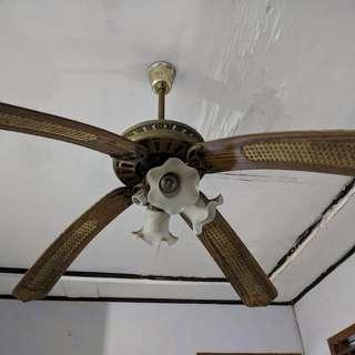 Kipas Lampu Hias / Kipas Angin Atap 4 lampu