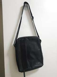 Samsonite Sling/Body Bag (with free uniqlo fanny pack)