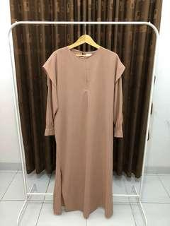 Dress mocca. Busui friendly. Fit to L.
