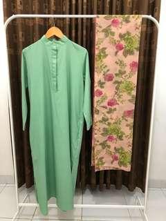 Dijual satu set. Tunik busui friendly & shawl. Fit to L. Terdapat saku di kanan & kiri baju. Sangat nyaman saat dipakai.