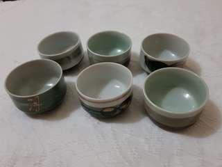 Small ceramic pots / bowls