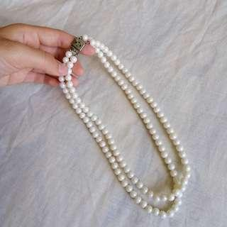 Vintage pearl-like necklace