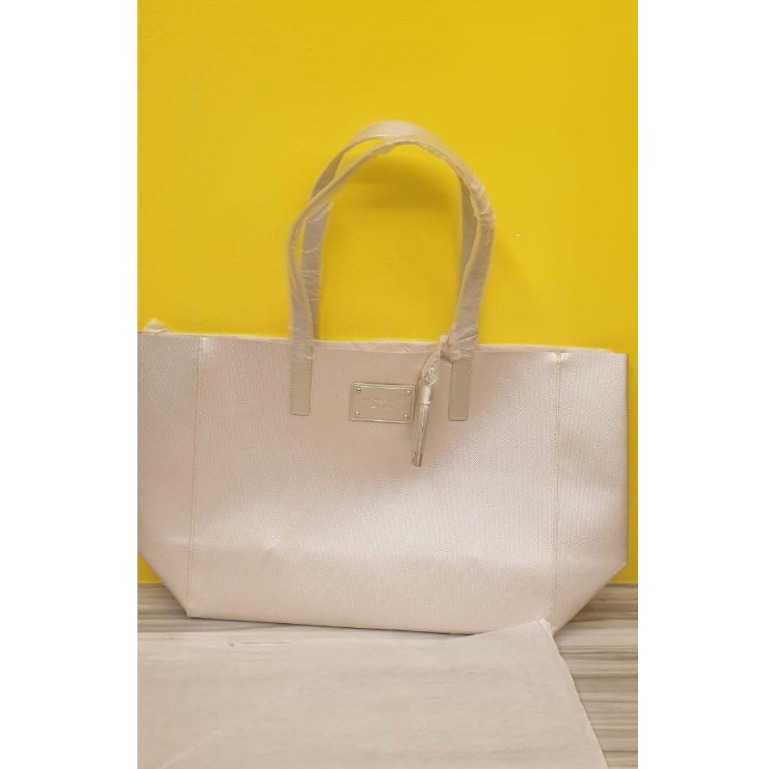 c9ceee3d8697 Home · Women s Fashion · Bags   Wallets · Handbags. photo photo ...