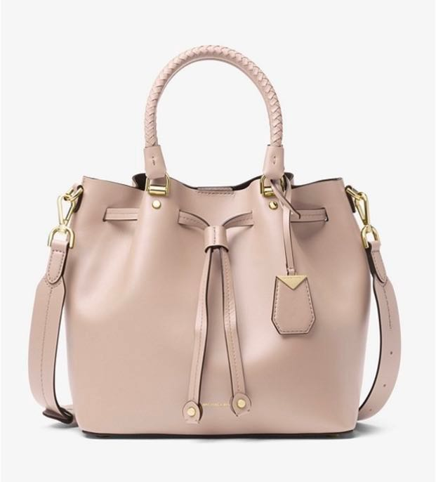 1ff6d161f534f6 BN baby pink Michael Kors blakely leather bucket bag, Luxury, Bags &  Wallets, Sling Bags on Carousell