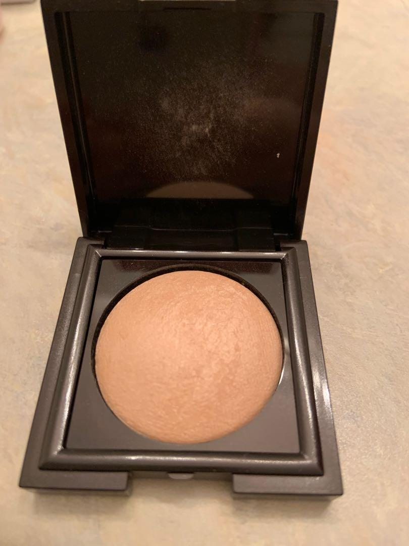 Brand new Laura mercier matte radiance baked powder in highlight 01 1.80g or 0.06 oz size