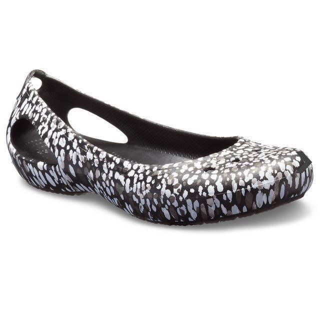 142c0b8df5 Crocs flat Women's Kadee Graphic Flat, Women's Fashion, Shoes, Flats ...