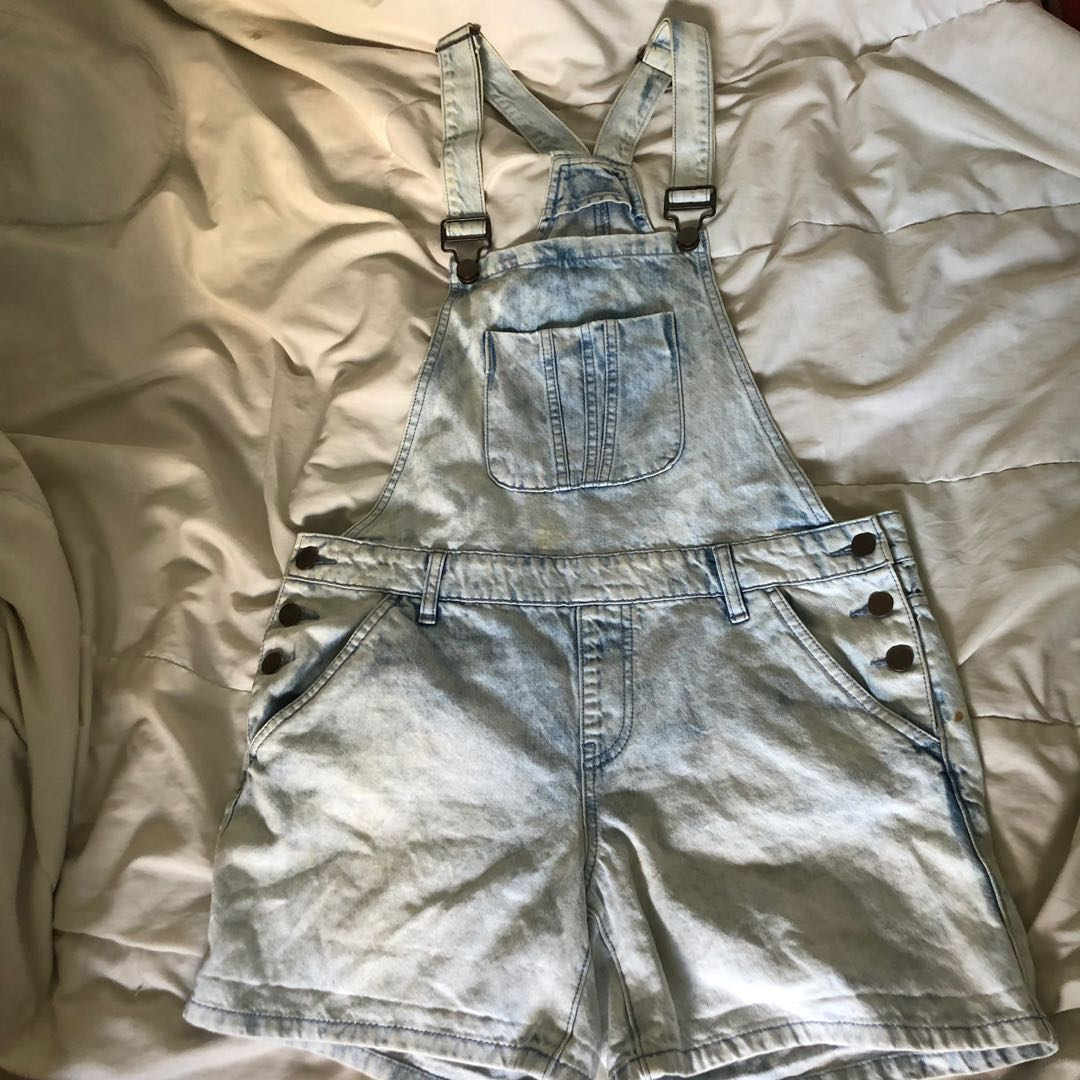 97383404b3 forever21 light denim acid wash dungaree shorts, Women's Fashion ...