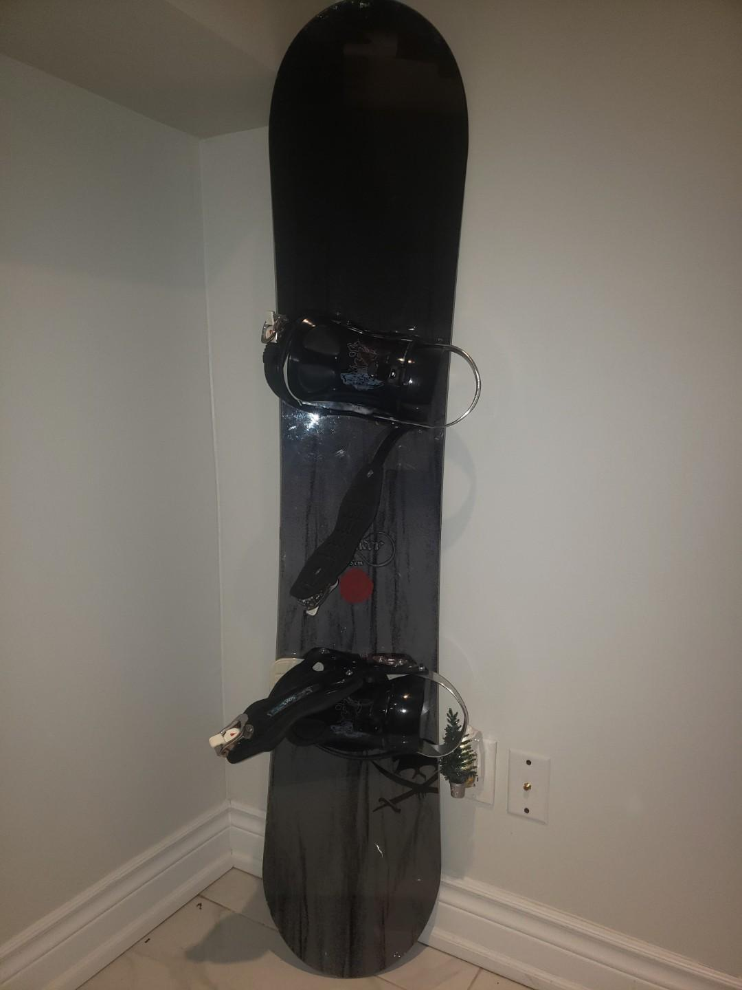 Forum Raider 155inch snowboard SIMS Bindings great for riders 5,9-6,4