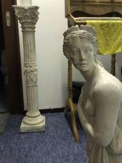 🚚 Statue of semi-nude woman