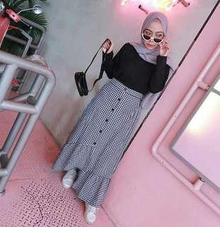 SQUARE BUTTON SKIRT NEW