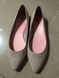 H&M 裸色平底鞋