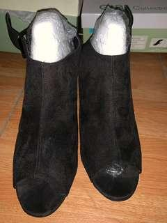 GIBI Black boots (heels - 2 inches)
