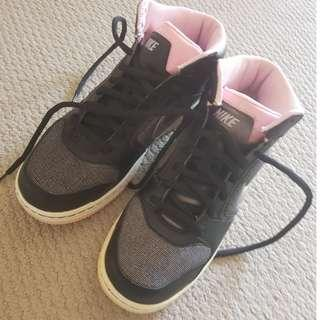 NIKE HI-TOPS BLACK AND PINK SIZE 7.5