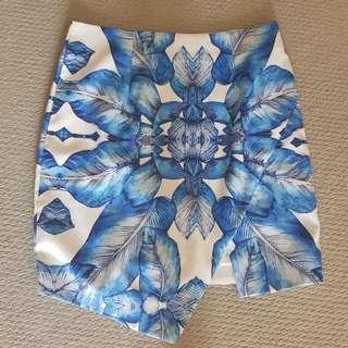 Size (14) TEMT skirt blue and white mini