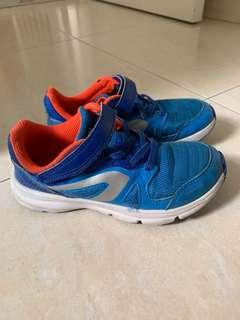 Decathlon running shoes size 30