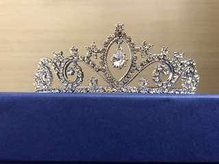 皇冠Tiera 購自英國白金漢宮紀念品店Buckingham Palace Royal Collection Shop