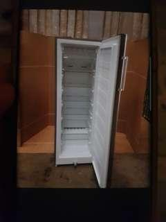 EuropAce Upright freezer. Space sizing.