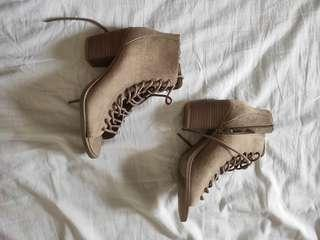 Mossimo taupe heels 6 1/2