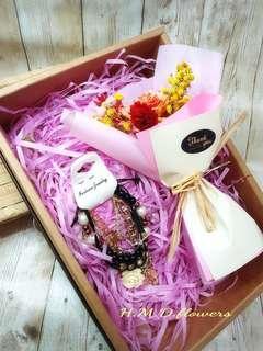 🚚 手鍊 禮盒 情人節禮物 花束 乾燥花