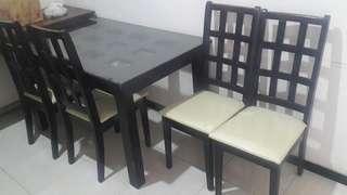 Meja makan + 4 kursi