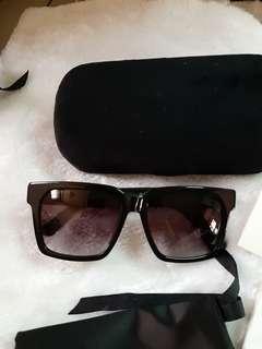 Gucci square shades/sunglass black